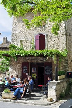 Sidewalk cafe on the road to Eygalieres, FRANCE.