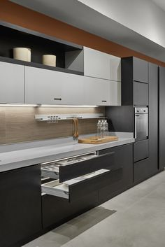 Trying to find luxury kitchen design motivation? Inspect out our top 63 favorite instances of seriously fashionable luxury kitchens and special. Kitchen Cabinet Design, Kitchen Decor, Kitchen Decor Modern, Contemporary Kitchen, Kitchen Modular, Kitchen Room Design, Kitchen Furniture Design, Modern Kitchen Design, Kitchen Design