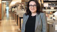 Κοινοποιήστε στο facebook Κατερίνα Ακάσογλου, ερευνήτρια στοΠανεπιστήμιο της Καλιφόρνια, πρόκειται να λάβει αυτές τις ημέρες το διεθνές βραβείο«Barancik Prize for Innovation in MS Research»(Βραβείο Barancik για Καινοτομία στην Έρευνα στην Πολλαπλή Σκλήρυνση -γνωστή ως σκλήρυνση κατά πλάκας- Multiple Sclerosis, MS). Η Δρ Ακάσογλουήταν επικεφαλής μίας σειράς μελετών για να αποκαλυφθεί ο ρόλος μίας πρωτεΐνης που […] Blazer, News, Health, Fashion, Moda, Health Care, Fashion Styles, Blazers, Fashion Illustrations