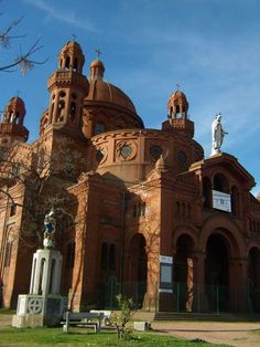 El Santuario Nacional del Sagrado Corazón de Jesús es un templo católico que se levanta en la cima de una elevación en la ciudad de Montevideo, por lo cual se lo conoce como la Iglesia del Cerrito de la Victoria.  Las obras de la primera etapa comienzan en 1926. En 1975 fue declarado Monumento Histórico Nacional