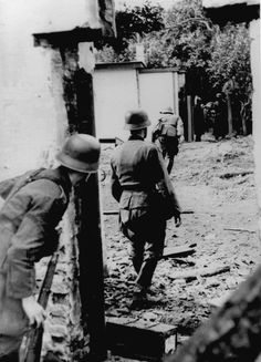 1944 Niederlande - Arnheim ....Deutsche Soldaten im Gefecht mit britischen Fallschirmjägern