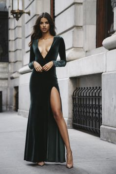 """neatandproper: """" imelanievanessa: """" gentlemanuniverse: """"lady style """" The dress. I need the dress in my life. """" Thoughts, @justsimplewords11?"""""""