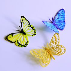 Drawings Dessiner un papillon au stylo par Maypop Studio - Draw a butterfly, extract it from its paper and shape its beauty, it's possible by using pen along with creativity! 3d Drawing Pen, 3d Drawings, Amazing Drawings, 3d Zeichenstift, Impression 3d, 3d Doodle Pen, Boli 3d, 3d Pen Stencils, Stylo Art