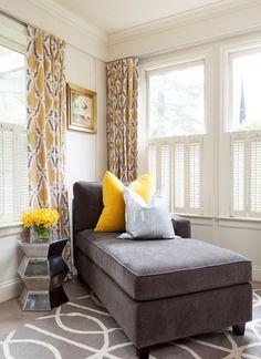 ideas-para-una-sala-de-estar-elegante-en-gris-y-amarillo-12