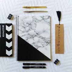 Notebook Cover Design, Notebook Covers, Cute Notebooks For School, Diy Back To School Supplies, Cute Pens, Diy Tumblr, Bullet Journal Art, Decorate Notebook, School Essentials
