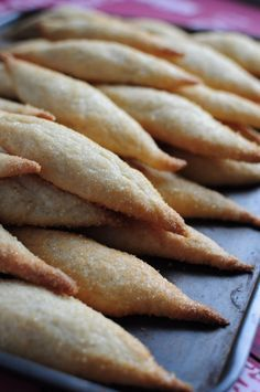 Zézettes de Sète: Languedoc-Roussilon biscuit flavoured with white wine and vanilla. Biscuit Cake, Biscuit Cookies, Delicious Desserts, Yummy Food, Desserts With Biscuits, Sweet Corner, Love Food, Sweet Recipes, Cookie Recipes