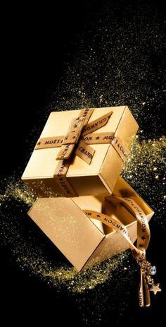 ~`•°*Merry Christmas Darling°•`~ Moët Gold #Champagne #LadyLuxuryDesigns
