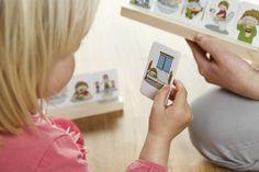Montessori hra pro samostatné zvládání běžných činností malých dětí. Kidedu Můj den. Introvert, Playing Cards, Polaroid Film, Baby, Montessori, Playing Card Games, Baby Humor, Infant, Babies