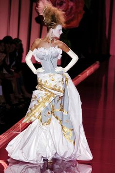 Gwen Stefani - What You Waiting For? Dresses Christian Dior