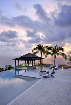 Designed by David Kleinberg, how fabulous is this poolside, waterfront outdoor space?  Perfection. Heaven.  Yes, please!