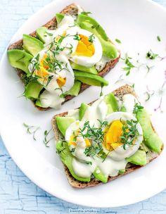 Kanapka z awokado, jajkiem irzeżuchą Avocado Toast, Sandwiches, Bakery, Food And Drink, Appetizers, Yummy Food, Lunch, Vegan, Dinner