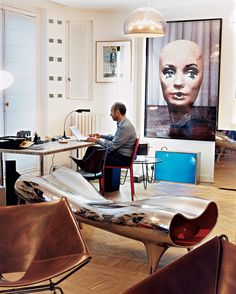 Parisian apartment of Didier and Cleménce Krzentowski. Didier is an art collector and the founder of the acclaimed design gallery Galerie Kreo. Retro Home Decor, Home Decor Styles, Cheap Home Decor, Home Decor Accessories, Luxury Homes Interior, Luxury Decor, Interior Modern, Hallway Decorating, Decorating Ideas