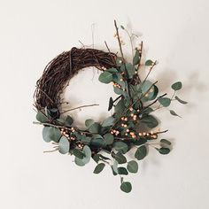 you know i think i'd like to have a wreath decorated throughout the year. i'll take any excuse to bring more of the outside in!