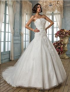 Specials A-line/Princess Strapless Chapel Train Lace Wedding Dress Free Measurement