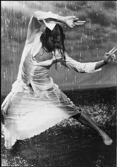 Joaquin Cortes~ Dance in the rain! Deep Books, I Love Rain, Rain Go Away, Dance Movement, Body Movement, Walking In The Rain, Three Rivers, Lets Dance, Getting Wet