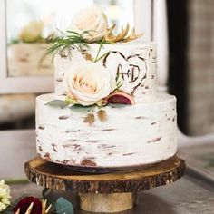 Start your weekend off right with this #rusticweddingcake - see it now on RusticWeddingChic.com #onRWC #rusticweddingchic #birchcake