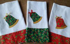 Pano de prato aplicação Natal - sino no Elo7   Mabel Ateliê (817FBE) Christmas Patchwork, Christmas Sewing, Christmas Tag, Christmas Crafts, Christmas Decorations, Christmas Ideas, Dish Towels, Hand Towels, Christmas Towels
