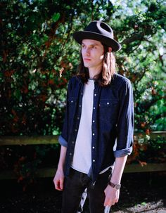 James Bay I need the sun to break, you've woken up my heart I'm shaking, all my luck could change. Been in the dark for weeks and I've realized you're all I need I hope I'm not to late