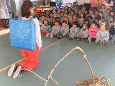 """O teatro veio à Escola, com a peça: """"No quintal da minha avó, os cavalos nasciam das árvores"""""""