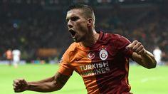 Flamengo Futbol Direktörü Galatasaray'ın golcü yıldızı Lukas Podolski'nin Çin'e transferinin bittiği resmi açıklamanın bekletildiğini söyledi.