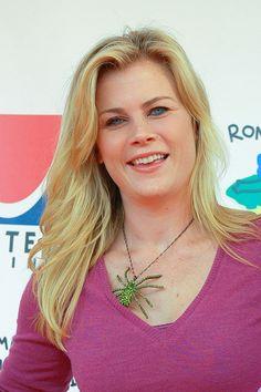 Alison Sweeneys blonde, wavy hairstyle
