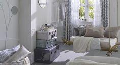 Le gris se décline en camaïeu du sol aux rideaux en passant par la peinture murale. On aime particulièrement la disposition des miroirs qui captent la lumière et la réfléchissent dans toute la pièce... http://www.castorama.fr/store/pages/zoom-sur-peinture-grise-silver-chic.html