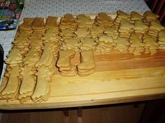 See related links to what you are looking for. Butcher Block Cutting Board, Gingerbread, Christmas Diy, Cooking Recipes, Sweets, Cake, Food, Facebook, Fitness