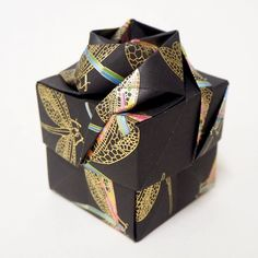 Perfect for storing small trinkets, jewellery, bon bons, sweets, wedding favours or for gift giving. Origami Gift Box, Japanese Origami, Origami Rose, Christmas Origami, Rose Gift, Wedding Favours, Gift Boxes, Gift Wrapping, Handmade