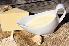 Нежный сырный соус - чудесное дополнение для легкого овощного ужина, куриных наггетсов или картошки фри