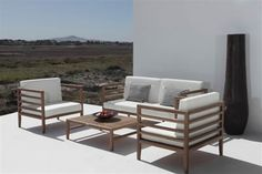 The Malibu range lends itself to the contemporary and minimal outdoor setting. It includes comfortable high-density seat and wedge-back cushions. The horizontal lines provide a sense of elegance as well as a relaxing atmosphere to your outdoor space. Outdoor Garden Furniture, Outdoor Chairs, Outdoor Decor, Luxury Furniture, Furniture Design, Chelsea Garden, Sofa Seats, Garden In The Woods, Outdoor Settings