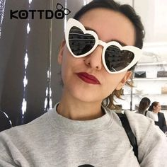 Cute Heart Sunglasses Women Black Red Frame Heart Cat Eye Women Sunglasses Luxury Shade Brand Fashion Eyewear Female Oversize