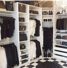 If your clothes and accessories are works of art to you, it's time to display them properly. We, Sofaland, have some of the most functional and most beautiful walk in closet ideas to help you create an impeccable, organized dressing area of your dreams. Walk In Closet Design, Bedroom Closet Design, Master Bedroom Closet, Room Ideas Bedroom, Closet Designs, Bedroom Decor, Diy Dressing, Dressing Room Design, Dressing Area