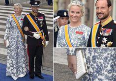 Kongeinnsettelsen i Nederland: Ny, spesialsydd Valentino-kjole. Legg også merke til de trendy blomstene i håret. Dette var en av luksuskjolene som blåste nytt liv i debatten om kronprinsessens luksuskjoler. Foto: Getty Images/All Over Press/NTB Scanpix