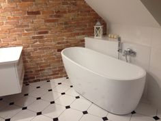 Podobny obraz Decor, Interior, Powder Room, Home Decor, Brick Bathroom, Brick, Bathroom, Interior Design, Bathtub