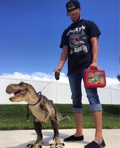 Pick up your T-Rex and go to the street! T-Rex by Roostercat Sculptor (Galileo Hernandez) - Geene Models