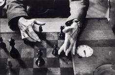 Marcel Duchamp's hands, New York, 1959-60 -by Alexander Liberman  from ICP (157.1990)