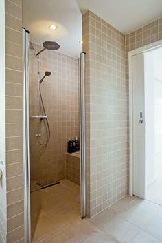 Bathtub Refinishing and Reglazing - Easy DIY Guide Sunken Bathtub, Walk In Bathtub, Small Space Bathroom, Bathroom Tubs, Bathtub Makeover, Bathtub Accessories, Bathtub Caddy, Bathtub Remodel, Duravit