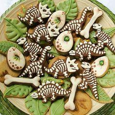 Dinosaur Mini Cookie Cutter Set in 2019 - Dinosaurus koekjes, Mini cookies en Dinosaurus taart Mini Cookie Cutters, Mini Cookies, Dinosaur Cookie Cutters, Owl Cookies, Set Cookie, Festa Jurassic Park, Dinosaur Birthday Cakes, Dinosaur Cake Pops, Dino Cake
