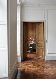 appartamento romantico a Parigi | il pavimento in parquet percorre tutti gli ambienti