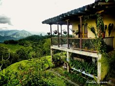 Estilo Colonial, Beautiful Homes, Beautiful Places, Colombia South America, Home Porch, Hacienda Style, Story House, Cool Landscapes, Farm Life