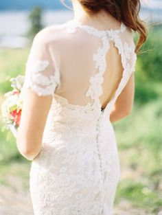 Tendance Robe De Mariée 2017/ 2018 : The lace edging along both sides of this peekaboo back is extra sweet: www.style