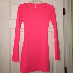 Neon Peach Dress NWOT! (Never Worn) Cut out back / Stretchy Material / Really cute for summer! Tobi Dresses