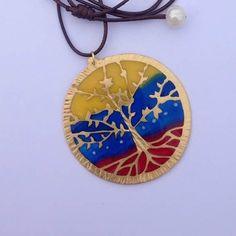 Mantén tus tres colores brillantes mi amada  tierra  Somos luz   #kelandktreeoflife  #treeoflife #arboldelavida #venezuela #namaste #prayforvenezuela  #jewelleryaddict #jewelry #chicbohemian #oracion #meditation #meditacion