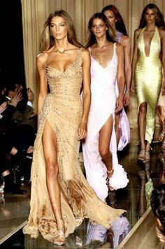 Best trends for Summer & Evening Maxi Dress, posted on April 2014 in Celebrities Fashion Cute Fashion, Look Fashion, Fashion Clothes, Runway Fashion, High Fashion, Fashion Show, Fashion Outfits, Womens Fashion, Milan Fashion