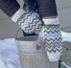 Blue Stores Mittens are named for the Hudson Valley New York hamlet where I live. The bold geometric design brings to mind a stark winter landscape. The zigzag of blue recalls flashes of winter color, in my case a flashing stream on my favorite winter walk. Blue Stores Mittens offer color play and a good entry into stranded work. The mittens include a ribbed cuff to protect from cold breezes and a gusseted thumb for maximum mobility. Knit in warm Istex Lett-Lopi, they can be lined with your…