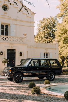 Cappuccinos, Cigars, And Shotguns: Building The Ultimate Gentleman's Range Rover Range Rover Classic, Range Rover Lwb, Range Rover Supercharged, Range Rovers, Monaco, Garage Workshop Plans, Beach Cars, Future Car, Car Wallpapers