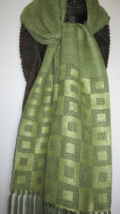 Summer and Winter Weave Weaving Designs, Weaving Projects, Weaving Patterns, Scarf Summer, Summer Scarves, Textiles Techniques, Weaving Techniques, Swedish Weaving, Woven Scarves