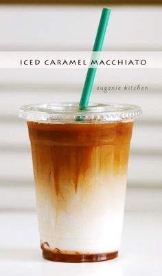 Forget about heading to Starbucks for coffee fix and make your own caramel macchiato at home! Starbucks Iced Caramel Macchiato Copycat Recipe recipes at home refreshers Starbucks Drinks, Starbucks Coffee, Vegan Starbucks, Starbucks Order, Do It Yourself Essen, Ice Caramel Macchiato, Starbucks Caramel Macchiato Recipe, Caramel Iced Coffee Recipe, Gastronomia