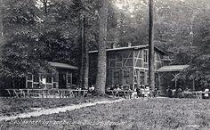 Forsthaus Langenberg in Bansin  1878 wurde durch die Aktiengesellschaft Seebad Heringsdorf auf dem Langen Berg ein hölzerner Aussichtsturm errichtet. Ein Jahr später zog am Fuße dieses Turmes eine bescheidene Gastronomie ein. Die erste Wirtin war Frederike Budzin aus dem Dorf Bansin. In Kannen wurde das Wasser für den Kaffee auf den Berg transportiert. Erst mit der Bohrung eines 60 m tiefen Brunnen und der Errichtung einer Wasserpumpe entschloss sich die Familie Budzin auf dem heutigen…