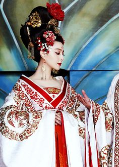 http://salixj.tumblr.com/post/101175441884/fuckyeahcostumedramas-fan-bingbing-in-the